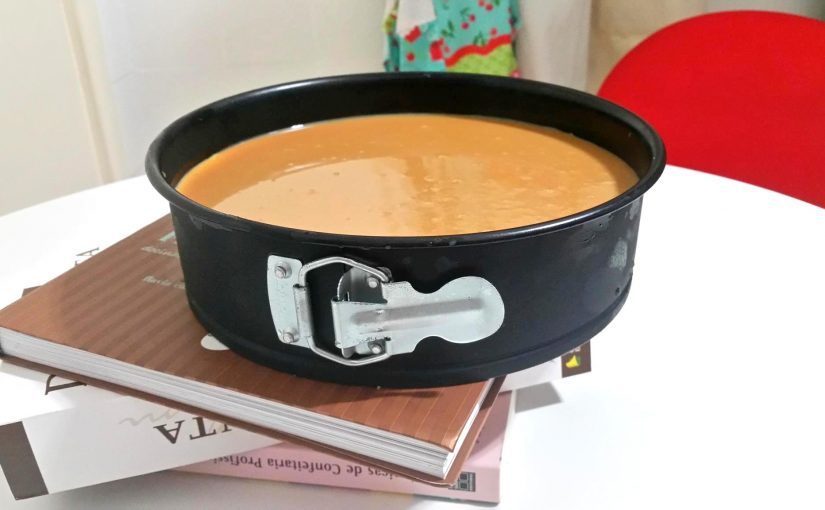 Como fazer um cheesecake de geladeira com doce de leite?