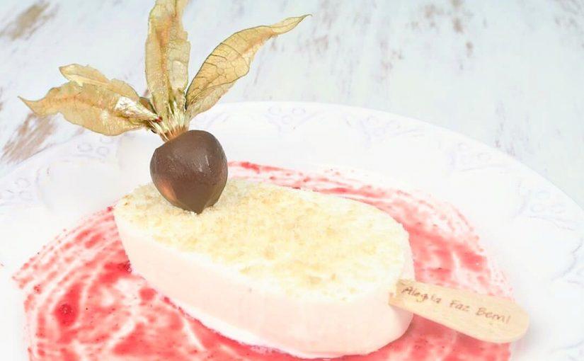 Sobremesa de verão com sorvete de iogurte grego Jundiá