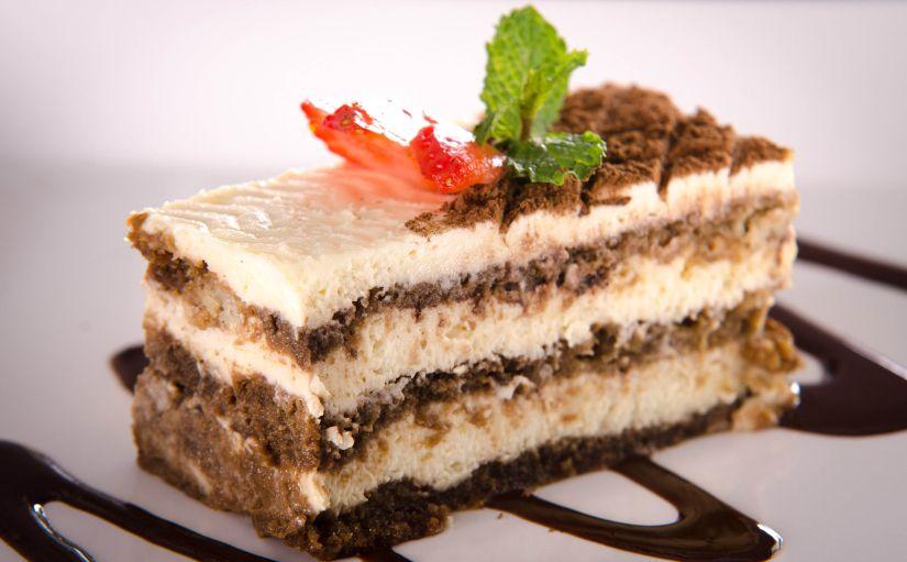 torta de biscoito champagne embebido em café e mascarpone
