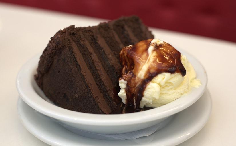 bolo_de_chocolate_com_sorvete