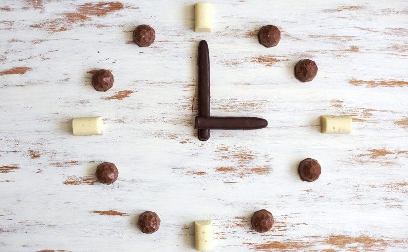 Técnica de cristalizar o chocolate em temperatura controlada